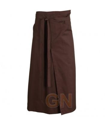 Delantal francés extra largo y abierto. Con un bolsillo delanteros color marrón