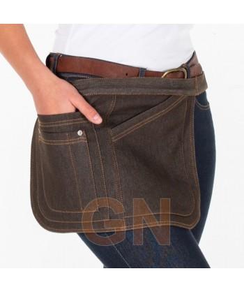 Delantal corto lateral de tela vaquera con cuatro bolsillos color chocolate