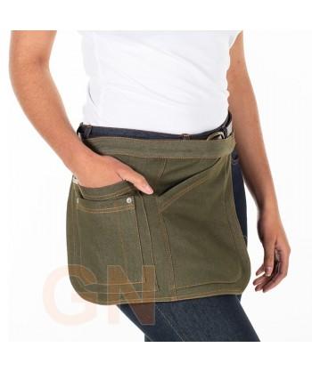 Delantal corto lateral de tela vaquera con cuatro bolsillos color verde musgo