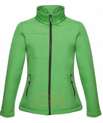 Softshell de mujer con membrana color verde
