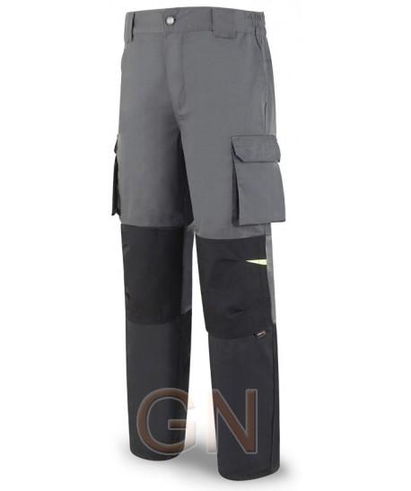 Pantalón multibolsillos con refuerzos de cordura