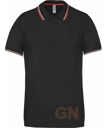 Polo negro de manga corta con el cuello y mangas combinados en rojo y blanco