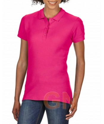 Polo entallado de mujer manga corta Gildan de algodón color rosa fuerte