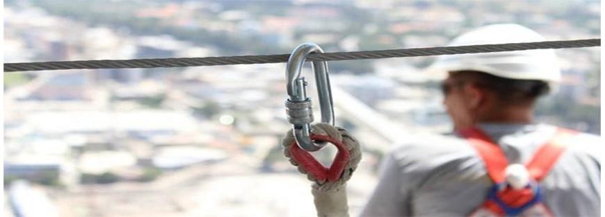 Mosquetones y conectores para trabajos en altura según normativa EN362