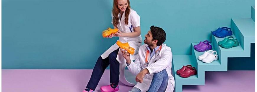 Calzado para sanitarios muy cómodos, antideslizantes y lavables