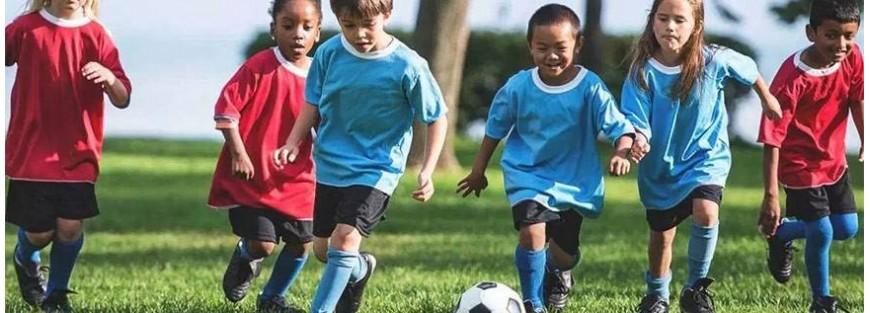 Ropa y equipaciones deportivas para niños y niñas