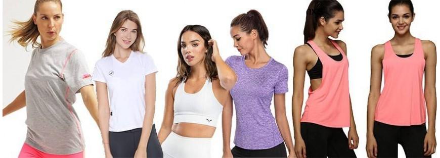 Camisetas y Tops para mujer en actividades deportivas