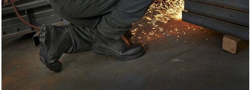 Calzado para actividades industriales con necesidades específicas